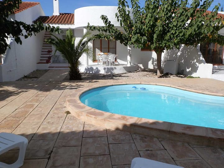 CASA CARPA A, Ideal house for your holidays near the sea, free wifi, air conditioning, community pool, pets allowed, dog's beach.