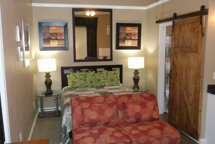 Executive Suites- Presidents Pad-STUDIO monthly