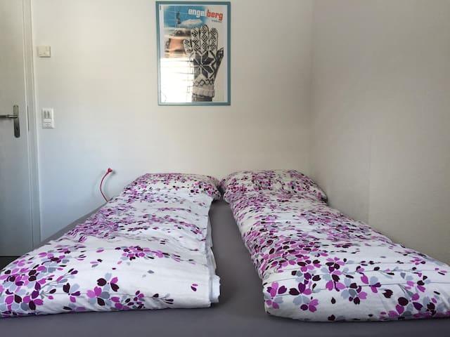 Im zweiten Schlafzimmer Doppelbett 140x200