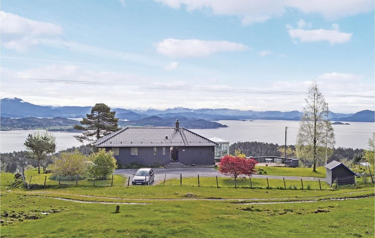 Holiday cottage with 3 bedrooms on 170m² in Stord