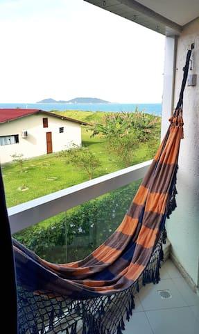 Sacada com vista para Ilha do Campeche  Balcony with Campeche Island view