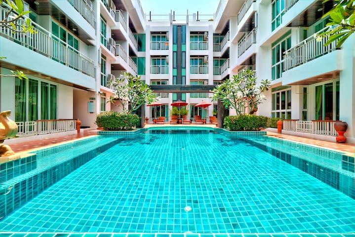 Poolside 2 Bedroom Apartment near Beach