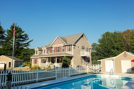 Cozy apartment close to the beaches w/heated pool!