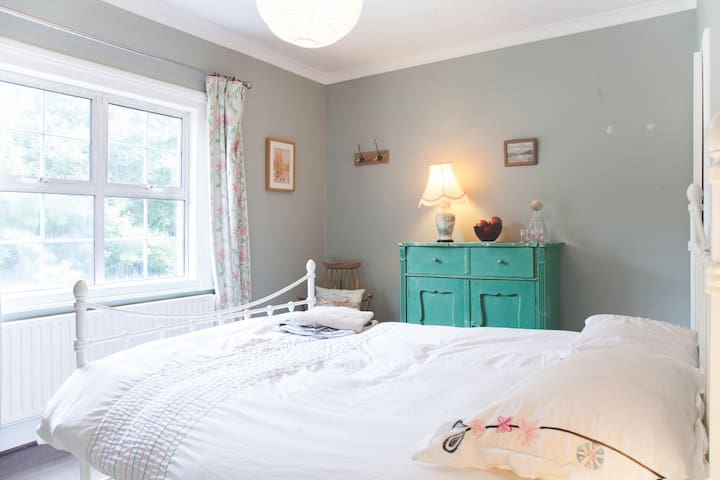 Comfy Double Overlooking Park with Private Garden