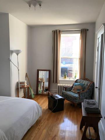 Quiet room in downtown Montreal
