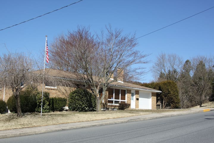 4 Bedroom in Poconos near Jim Thorpe & Beltzville