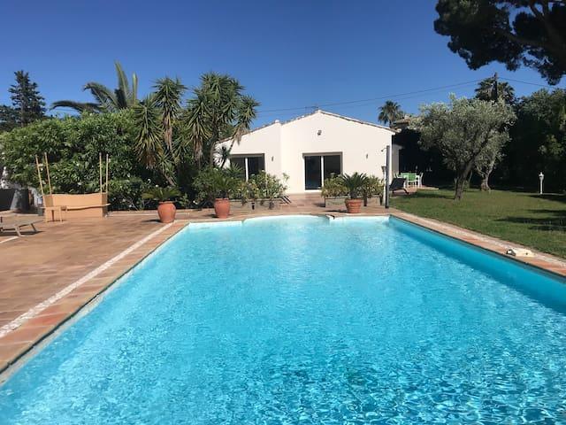 Villa dans Propriété privée