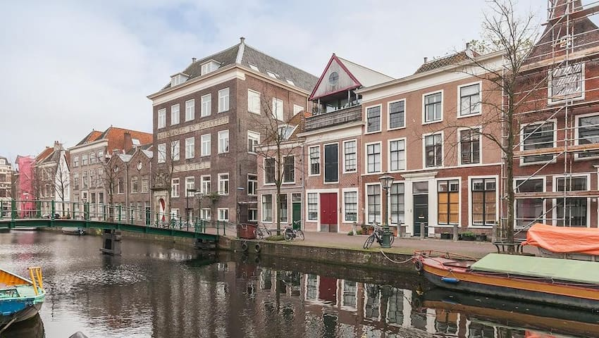 Spacious luxury apartment with canal view - Leiden - Huoneisto