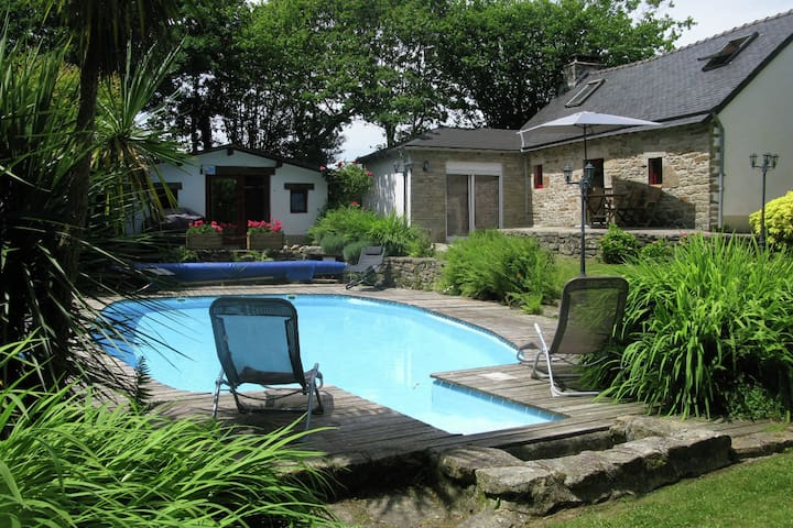 Detached house with a well-maintained enclosed garden with a private swimming pool.