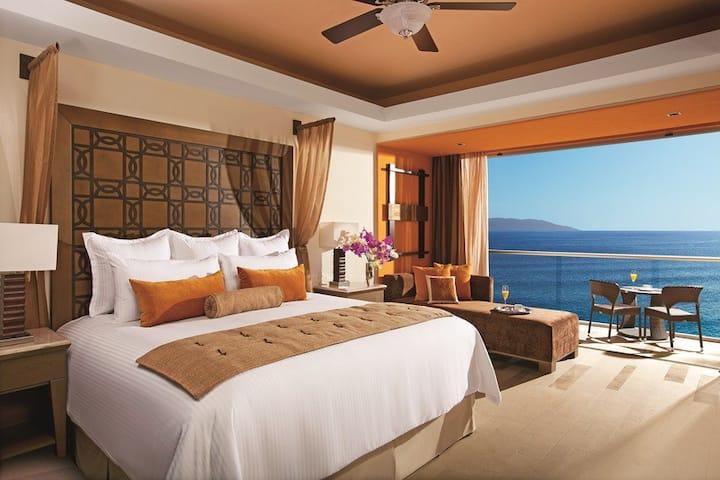 Outstanding Junior Suite Ocean View At Zona Hotelera