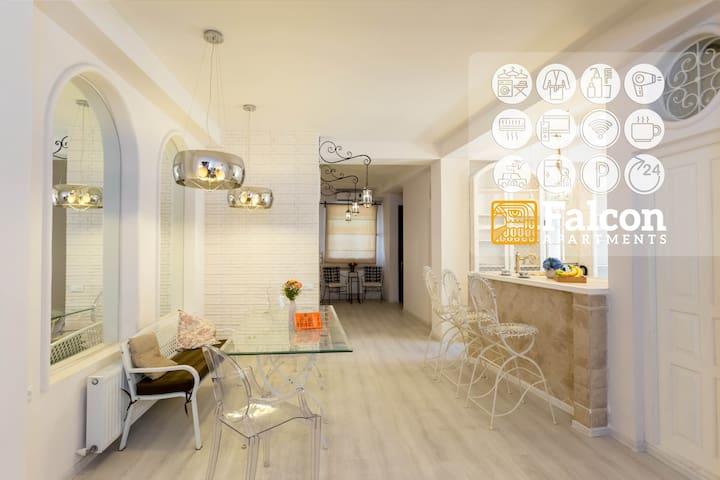 -₂ₒ% ⇣ Falcon Apartments  Meidan Boutique