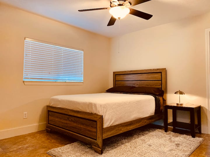 Pearland Private Vibe Room