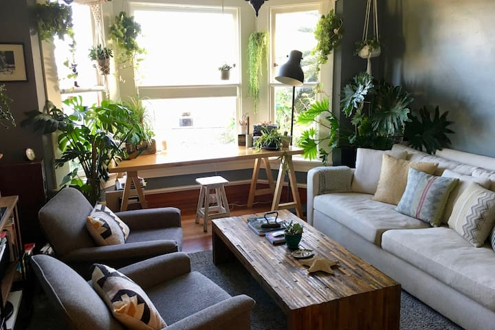 2 BR sunny house with private garden in Glen Park