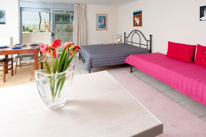 Lovely and comfortable studio, next to the beach