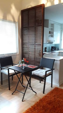 Light living area to relax on your holiday or start your day with a cup of coffee. Full kitchen to serve your meals.