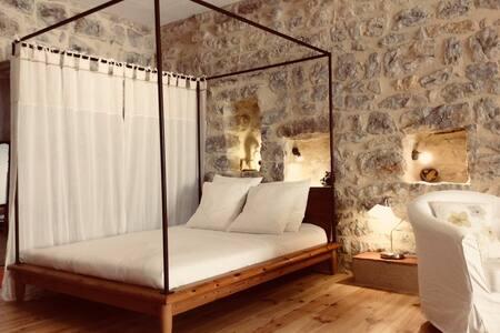 Grand studio avec arche médiévale à Lagrasse