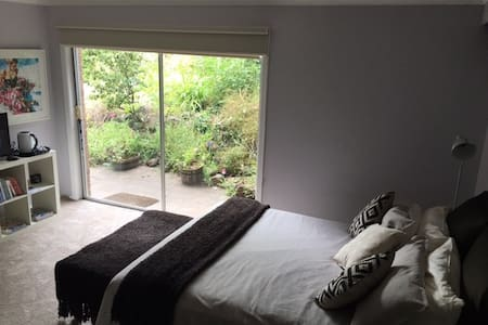 Relaxing  Private Garden Room - Geelong City edge. - Highton - House