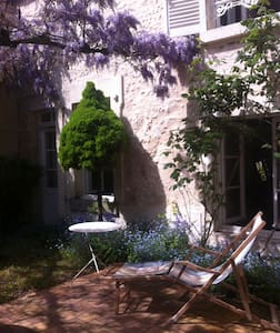 Maison ancienne au coeur du Sancerre historique - Sancerre - 連棟住宅