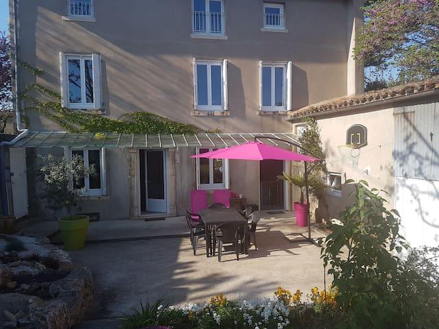 Maison avec petit jardin au calme