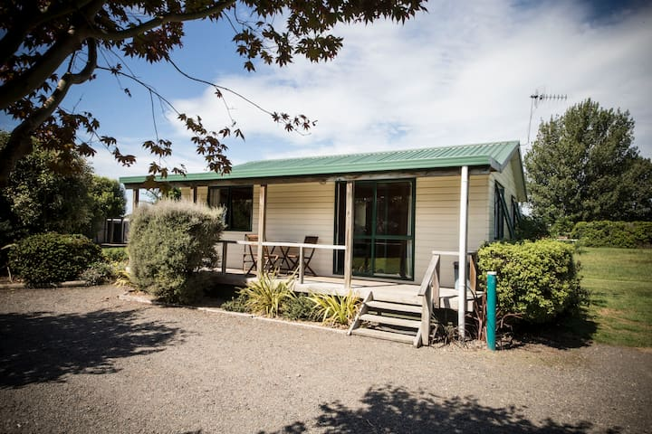 The Clive Hideaway - Two Bedroom Chalet