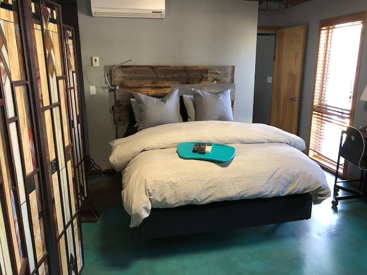 Room in Downtown Loft with Free Secure Parking