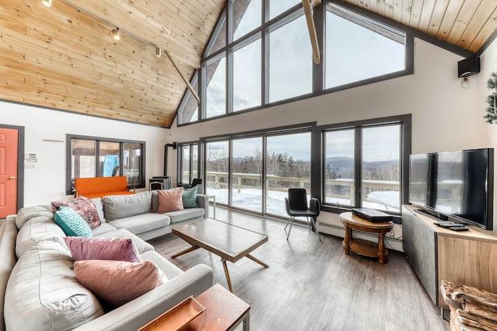 Stunning dog-friendly home w/ free WiFi, wood-burning fireplace, & mountain view