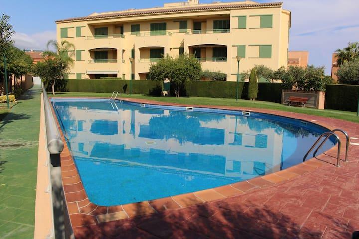 Apartamento pb. con acceso directo a piscina 4 pax