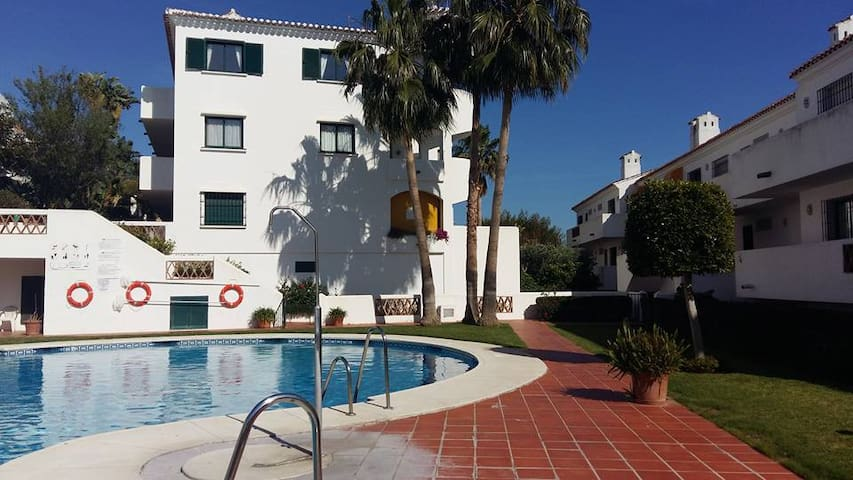 Lovely Double Bedroom/ 5´ to Beach - Benalmádena - House