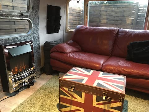 Cool Tiny House in upgraded retro AirStream