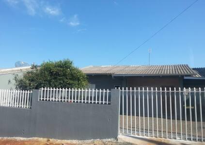 Casa com churrasqueira prox. BRF/ saída 2 Vizinhos