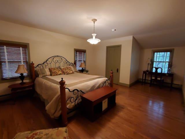 King bed-2nd floor bedroom
