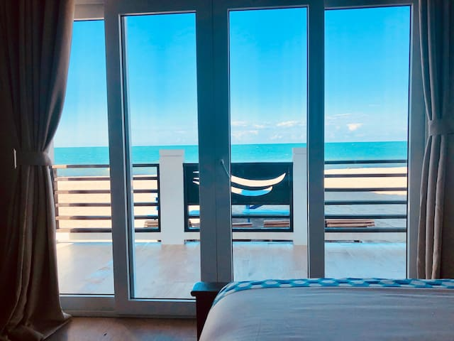 Luxury Beachfront Studio - Mako Room