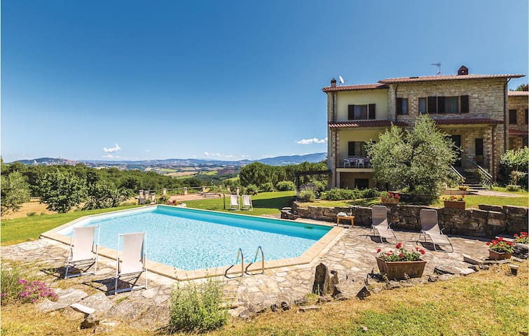 Semi-Detached with 3 bedrooms on 140m² in Todi PG