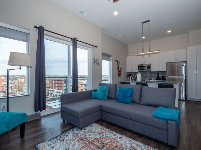 Columbus' Most Premier Located Luxurious Condo 402
