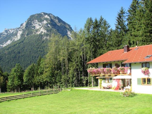 Landhaus mit grandiosem Bergblick
