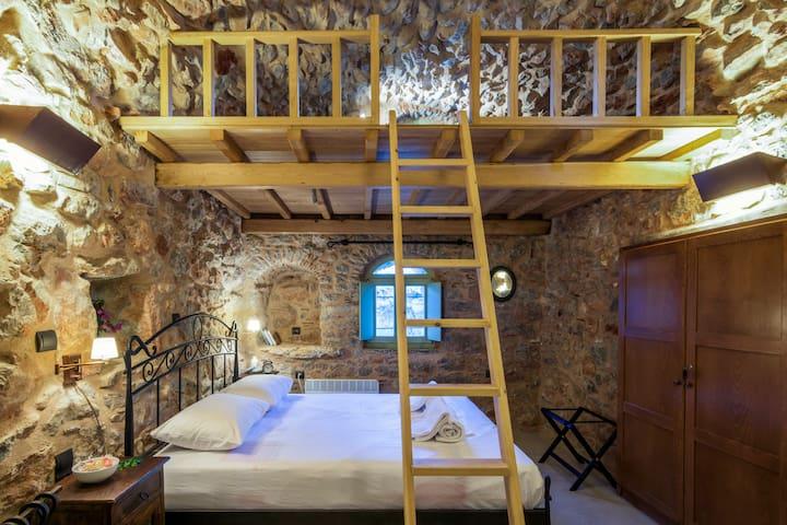 Stone Houses Melas - Ariadni