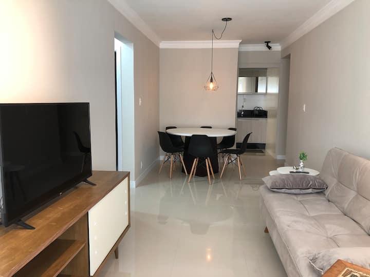Apartamento moderno e confortável com garagem