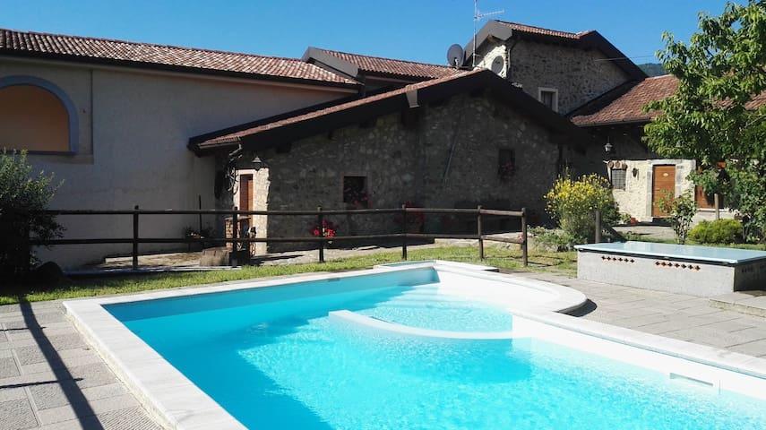 Appartamento per famiglia, tre locali, primo piano, vista piscina.