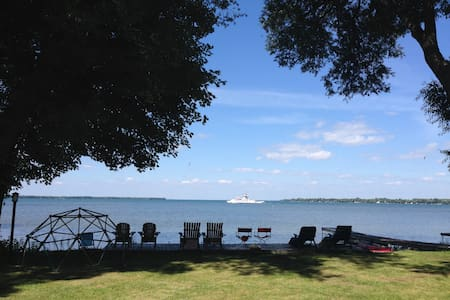 Gorgeous 4bdr Lake House Right on Lake Simcoe! - Georgina - Bungalow