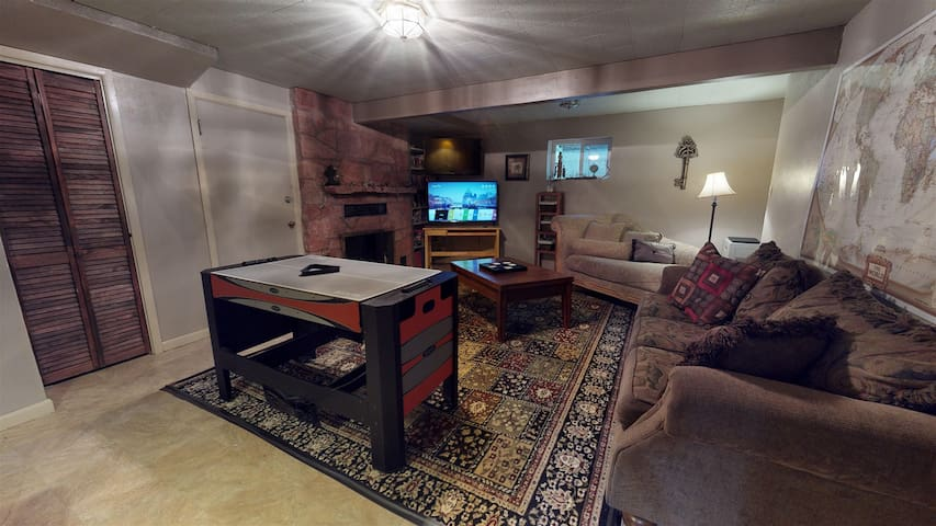 Ivywild Getaway-King Bed-Minutes to Ft. Carson-Hospitals