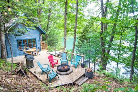 Chalet Bleu - Cozy Lakefront Cottage w/ Hot Tub