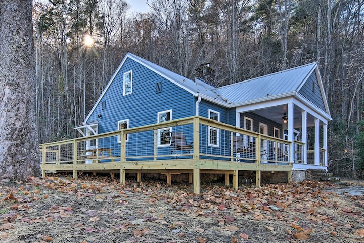 Hot Springs Home w/ Fire Pit+Deck, Walk to the AT!