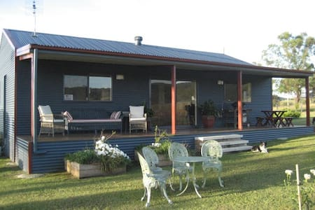 """The Wattle Lodge""Guests are made most WELCOME!! - Glendon Brook"