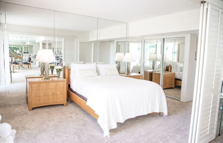 Luxury condo in prime West Hollywood location
