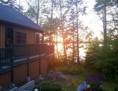 Waterfront Cottage minutes from Acadia - Bar Harbor - บ้าน