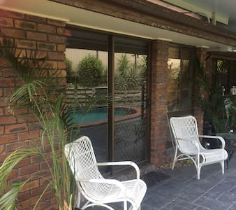 Private family friendly 2 double bdrm with pool. - Algester - Pensione