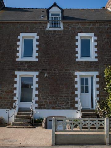 Maison avec jardin et terrasse bois - Saint-Méloir-des-Ondes - House