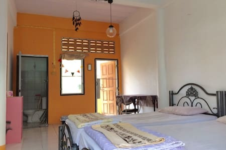 Private Shiny room with balcony and shower room - Bangkok - Lägenhet
