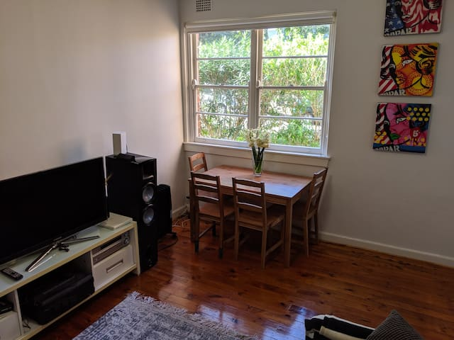 Bondi Beach, great location - cute apartment