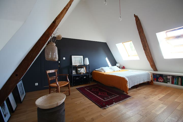 Room with view in ancient guest house near Caen